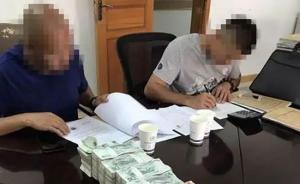 昆明一老赖被戴手铐表示立即还款,麻袋装70万现金送到法院