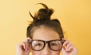 辟谣|常戴眼镜近视度数会加深?脱脱戴戴可以吗?