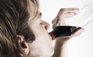 25岁男子碳酸饮料当水喝几乎失明,糖尿病视网膜病变怎么查