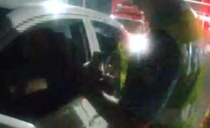 湖南常德男子自称遭粗暴执法,交警:全程有视频,不存在殴打
