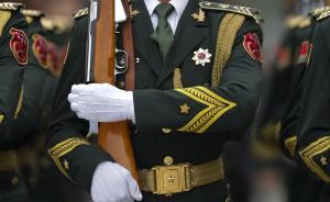 解放军报刊文:军人正成为全社会尊崇的职业