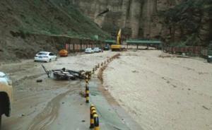 甘肃景泰县黄河石林景区12日突发暴洪,296名游客被困