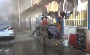 别收衣服了!工人返火场取物,消防唤回