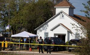 得州枪案·特写丨9岁女孩长椅下躲过一劫,民众开车追击枪手