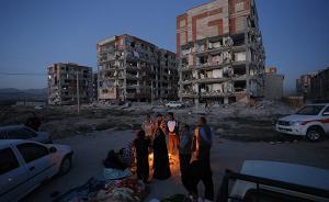 震后不到48小时伊朗宣布结束搜救,有灾民围着篝火过夜