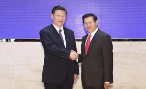 习近平会见老挝总理通伦:稳步推进中老经济走廊建设