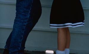 检察日报邀专家解读:纵容养女被猥亵,养父母应否担刑责