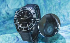 """腕表也可以""""纯黑"""",制表界刮起的黑色风暴真的有点酷"""