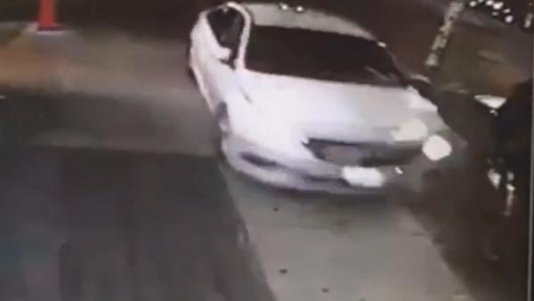 争停车位,男子刺伤2人撞伤5人