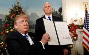 当地时间2017年12月6日,美国华盛顿,美国总统特朗普6日在白宫宣布,美国承认耶路撒冷为以色列首都,他已要求美国务院启动美国驻以色列使馆搬迁计划。特朗普认为这一行动方针符合美国的利益,也能追求以色列与巴勒斯坦之间的和平。以色列1948年建国至今,历任美国总统均未承认过耶路撒冷为以色列首都。视觉中国 图