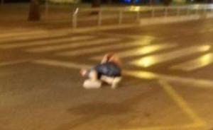 西班牙坎布里尔斯恐袭现场,女警以一敌五击毙4名恐怖分子