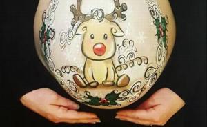 """带""""球""""过圣诞,这些妈妈干脆在大肚皮上玩起了花样"""
