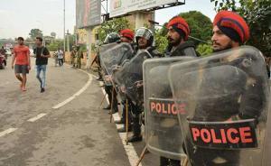 """""""大师""""辛格被判强奸罪致印度骚乱,已致31死300多人伤"""