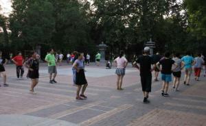 新华社:城市广场舞生存调查,如何让大妈们不再抢占篮球场