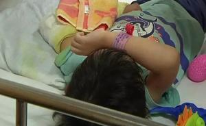 5岁男童被踹下滑梯摔骨折,家长带踹人孩子匆匆离开再未出现