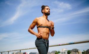 跑步不光是两条腿的事,看看这些错误的身体动作你有吗