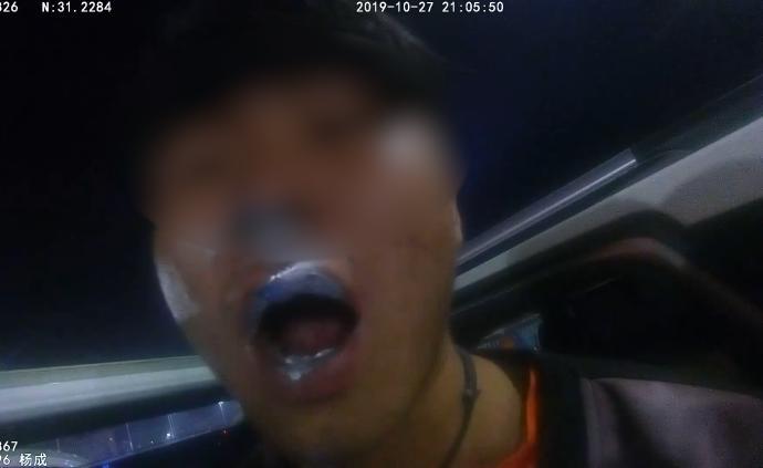 醉驾肇事被查,司机往嘴里狂喷油漆